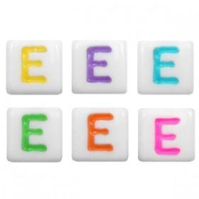 Acryl letterkraal vierkant E gekleurd