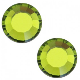 Swarovski Elements SS30 (6.4mm) Olivine green